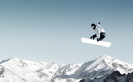 Snowboarder making high jump in clear blue sky Stockfoto