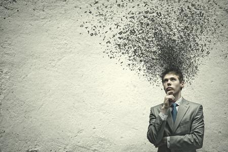 Jonge verontruste zakenman die over de ideeën denkt Stockfoto - 30446084