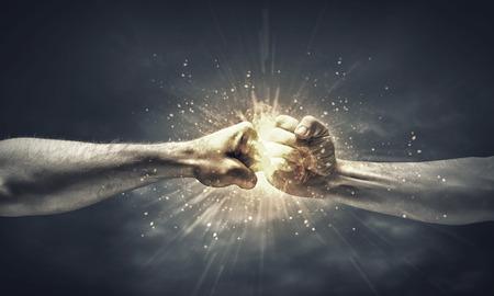 clash: choque de ponche de 2 manos