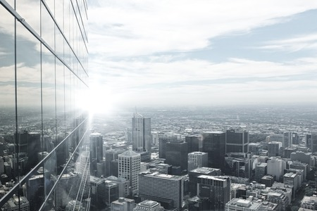 일몰의 빛에 현대적인 도시의 상위 뷰 스톡 콘텐츠