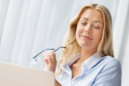 having a break: Having a break between tasks in office