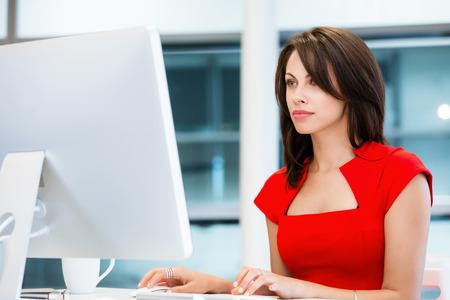 Moderne zaken vrouw werken op de computer Stockfoto