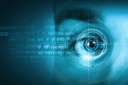 reconocimiento: Cierre para arriba del ojo digital de sexo masculino con el concepto de an�lisis de seguridad Foto de archivo