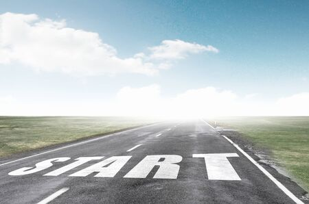Iniciar palabra como motivación writen en la carretera de asfalto Foto de archivo - 42166025