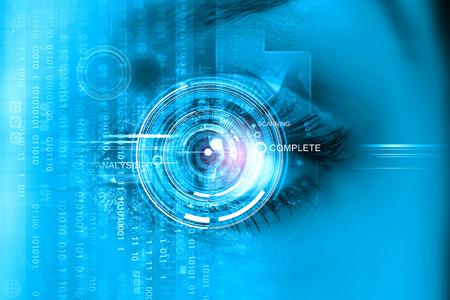 ojo humano: Cierre para arriba del ojo de la mujer escaneada para el acceso Foto de archivo