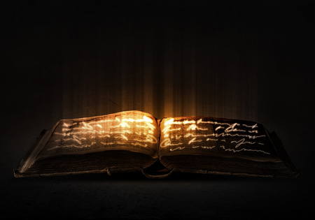Alte schwarze Magie Buch mit Lichter auf Seiten Standard-Bild - 42827286