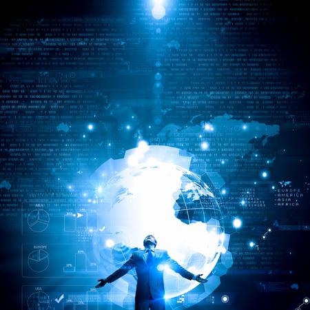 実業家の手で広がって離れておよびデジタル地球概念