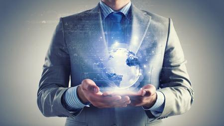 パームのデジタル地球儀を保持している実業家のクローズ アップ 写真素材
