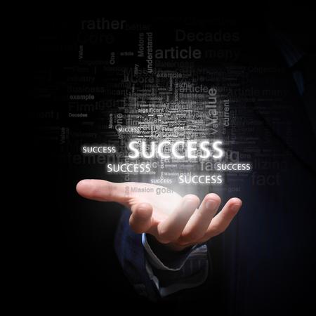 ビジネス成功の概念を提示のビジネスマン手のクローズ アップ