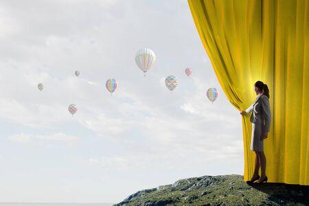 cielos abiertos: Apertura joven tel�n a otra realidad empresaria Foto de archivo