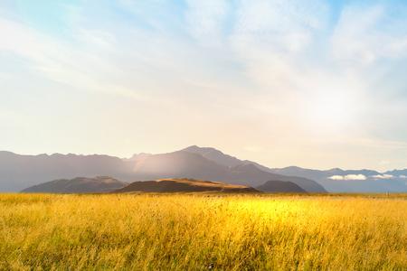 paisaje rural: Paisaje natural del campo de verano y de alta montaña Foto de archivo