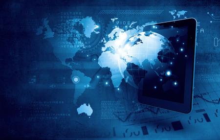 태블릿 PC 및 미디어 아이콘과 글로벌 기술 개념