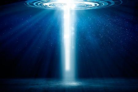 하늘에서 오는 빛의 문으로 배경 이미지 스톡 콘텐츠