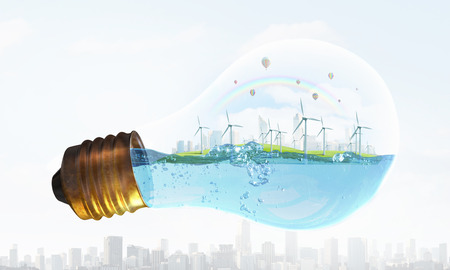Eco Energiekonzept mit Windmühlen Inneren Glühbirne Standard-Bild - 45942799