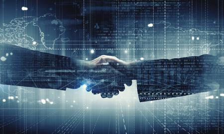 デジタル背景にビジネス ハンドシェイクのクローズ アップ