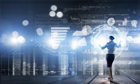 デジタルの仮想パネルの操作実業家の背面図 写真素材