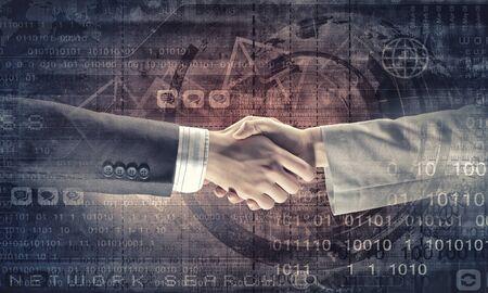 saludo de manos: Cierre de negocio apretón de manos sobre fondo digital Foto de archivo