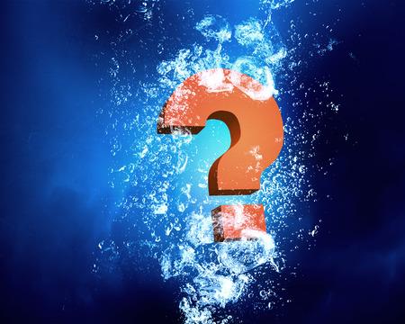 Vraagteken wastafel in helder blauw water Stockfoto