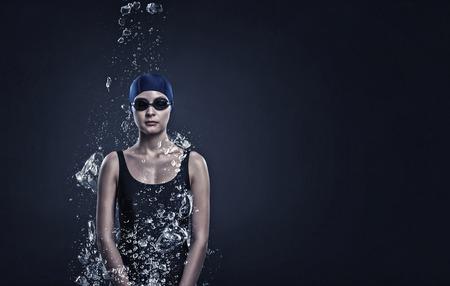 모자와 안경에서 여자 수영의 초상화 스톡 콘텐츠