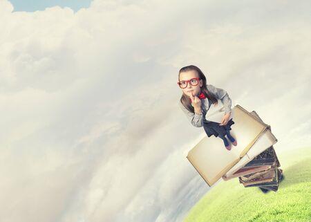 colegiala: Foto Wideangle de colegiala divertida con avión de papel en la mano Foto de archivo