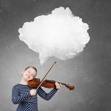 thought cloud: Cute kid girl playing violin and thought cloud above her head
