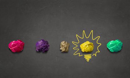 Inspiráció koncepció összegyűrt papírt jel kreativitás munka