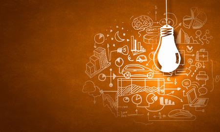 Khái niệm về ý tưởng kinh doanh và chiến lược trên nền màu
