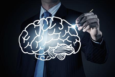 mente: Ver el pecho del empresario dibujo concepto de la mente en la pantalla Foto de archivo