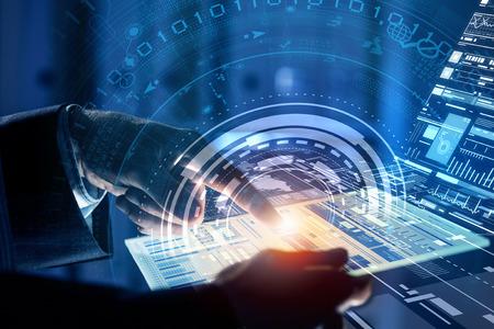 tecnologia: Feche acima das mãos humanas utilizando o painel virtual