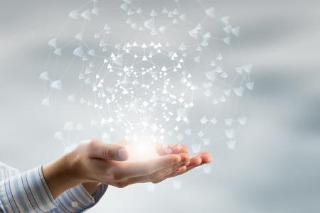 Global verbinding concept met digitale planeet in handen Stockfoto