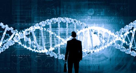 Üzletember, álló, hát és virtuális panel DNS spirál