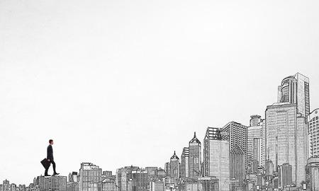 Giovane uomo d'affari che cammina sui tetti delle costruzioni che rappresentano concetto di successo Archivio Fotografico - 49278813