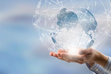 Globales Verbindungskonzept mit digitalem Planeten in den Händen Standard-Bild - 49538457