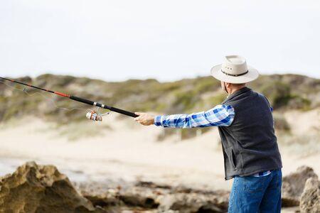 waders: Imagen de los pescadores que pescan con ca�as