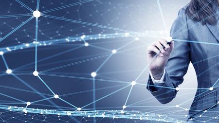 Geschäftsfrau Hand digitale Anschlussleitungen auf virtuellen Bildschirm zeichnen Standard-Bild - 50023097