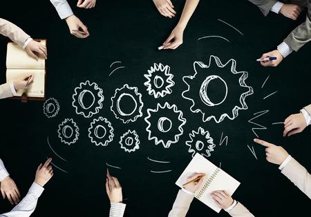 Vue de dessus personnes mains dessin stratégie de travail d'équipe