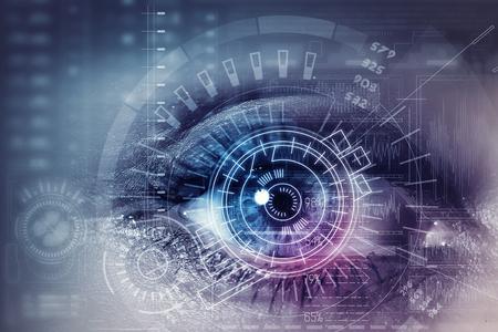 and future vision: Cierre ojo de la mujer en el proceso de escaneo Foto de archivo