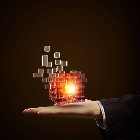 Geschäftsmann nahe Ansicht in der hand halten magischen glühenden Würfel
