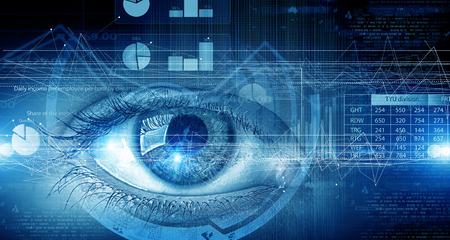 and future vision: Cierre para arriba del ojo humano en el fondo de la tecnología digital