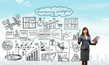 liderazgo empresarial: bocetos de desarrollo de negocio gr�fico de la empresaria para lograr el �xito en la pantalla