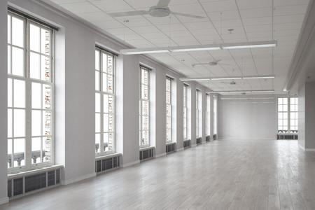 Gran sala espaciosa con ventanas como interior de la oficina Foto de archivo - 52896312