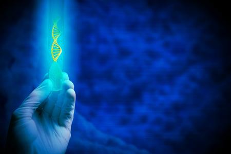 Close-up van de menselijke hand houden reageerbuis met groene spruit