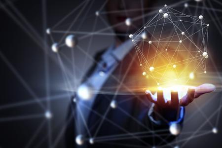 Mano Empresaria que demuestra líneas de conexión digital en la palma Foto de archivo