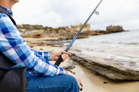 botas altas: Imagen de la pesca pescador con varillas Foto de archivo