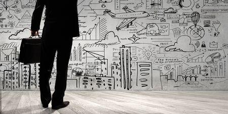 Vista inferior del hombre de negocios y estrategia de negocio en el fondo bocetos