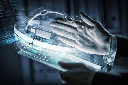 Close-up van menselijke handen met behulp van virtuele panel Stockfoto