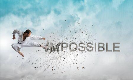 Bepaald karate man breken steen onmogelijk woord