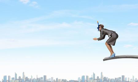 springboard: Empresaria en el salto de la máscara en el agua del trampolín Foto de archivo