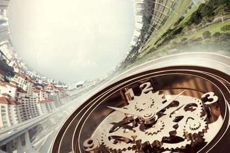 Zeit-Konzept mit alten Uhr Mechanismus gegen Himmel Hintergrund