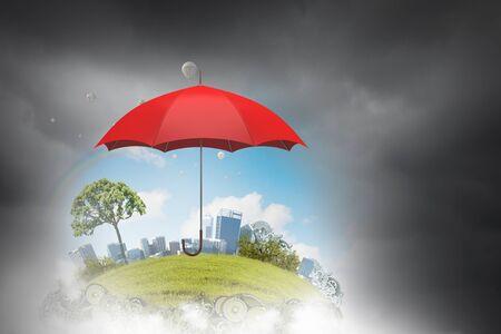 sotto la pioggia: Immagine concettuale con l'ombrello di colore in cielo sotto la pioggia Archivio Fotografico
